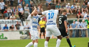 Am Freitagabend musste sich der Solinger A-Ligist Post SV im Pokal dem Drittligisten MSV Duisburg mit 0:7 geschlagen geben. Rund 2.000 Zuschauer verfolgten die Partie im Walder Stadion. (Foto: SolingenMagazin)