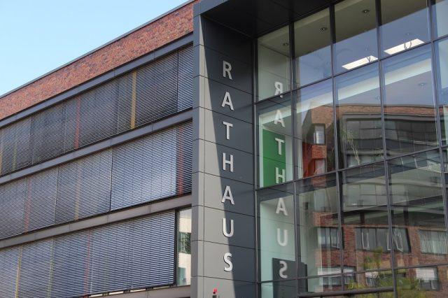 Das Rathaus der Klingenstadt Solingen im Herzen der City. (Archivfoto: © Bastian Glumm)