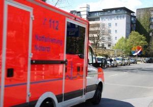 Rettungswagen der Berufsfeuerwehr Solingen auf dem Weg zum Städtischen Klinikum. (Archivfoto: © Bastian Glumm)