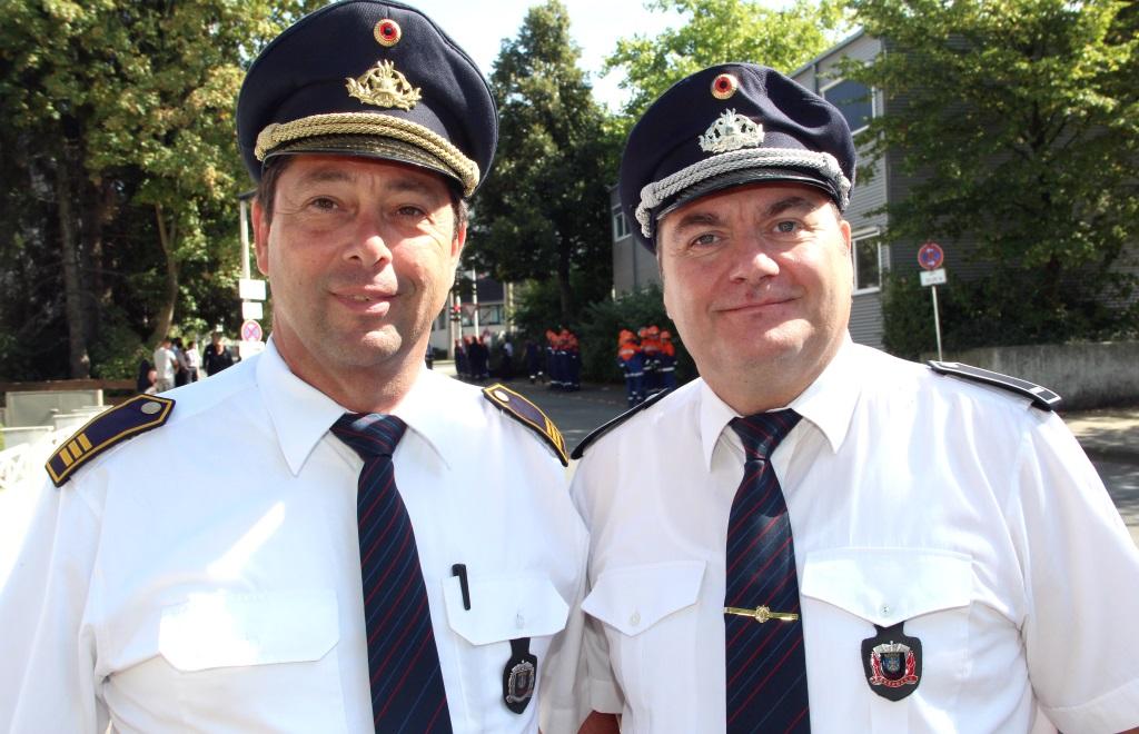 Waren mit dem Verlauf der Leistungsspangen-Abnahme sehr zufrieden: Solingens Feuerwehrchef Dr. Ottmar Müller (li.) und Stadtjugendfeuerwehrwart Dietmar Kühl. (Foto: B. Glumm)