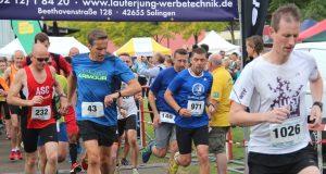 Los gehts! Am Sonntagvormittag startete der 10. Miss-Zöpfchen-Lauf im Südpark, wo für alle Teilnehmer auch gleichzeitig das Ziel war. (Foto: B. Glumm)