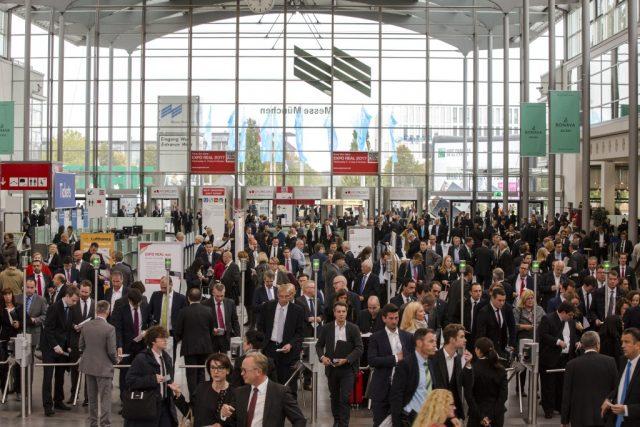 Solingen, Wuppertal und Remscheid beteiligen sich bereits zum 15. Mal an der Expo Real in München. Die Fachmesse rund um Immobilien und Investitionen ist die größte ihrer Art in Europa. (Foto: © Alex Schelbert)
