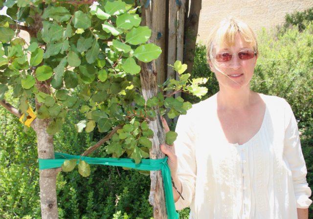 """Katya Gusarov ist Historikerin und arbeitet in der Jerusalemer Holocaustgedenkstätte Yad Vashem in der Abteilung für die """"Gerechten unter den Völkern"""". Für die junge Frau ist Gräbe ein ganz großer Gerechter. (Foto: © B. Glumm)"""