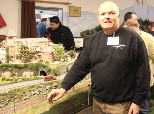 Jörg Köhler ist im Vorstand der Eisenbahnfreunde Solingen und Gründungsmitglied des Verein. Er ist vom
