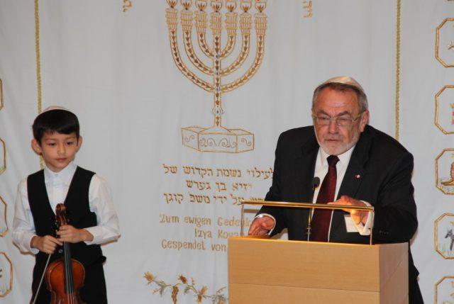 Leonid Goldberg ist seit 23 Jahren Vorsitzender der Jüdischen Kultusgemeinde Wuppertal und lebt in Solingen. Er ludt jetzt zum Neujahrsempfang in die Synagoge in Wuppertal-Barmen. (Foto: B. Glumm)
