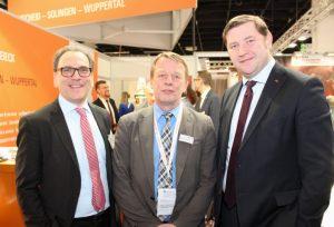 Die Oberbürgermeister der drei bergischen Großstädte: v.li. Andreas Mucke (Wuppertal), Burkhard Mast-Weisz (Remscheid) und Tim Kurzbach (Solingen). (Archivfoto: © Bastian Glumm)