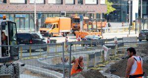 Ab kommenden Dienstag halten die Busse wieder direkt am Rathaus. DIe provisorische Haltestelle gegenüber des Theaters wird dann abgebaut. (Archivfoto: © B. Glumm)