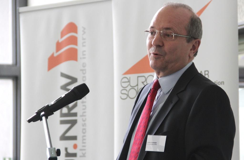 Lothar Schneider, Geschäftsführer der EnergieAgentur.NRW, lobte die Bereitschaft der Preisträger, neue Wege zu gehen und ausgetretene Pfade zu verlassen. (Foto: B. Glumm)