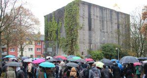 Die Nationalsozialisten zerstörten die Solinger Synagoge an der Malteser Straße und errichteten an gleicher Stelle einen Hochbunker. Dort findet jede Jahr am 9. November eine Gedenkveranstaltung an die Pogromnacht statt. (Foto: © Bastian Glumm)