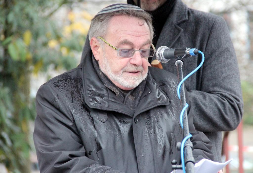 Leonied Goldberg ist Vorsitzender der Jüdischen Kultusgemeinde Wuppertal. Zu ihr gehören auch Solingerinnen und Solinge rjüdischen Glaubens. Er beklagte eine zunehmende Dmänisierung des Staates Israel, den die jüdischen Gemeinden als direkte Folge als Antisemtisimus zu spüren bekämen. (Foto: B. Glumm)