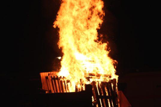 Aufgrund der Corona-Krise können Osterfeuer in diesem Jahr leider nicht stattfinden. (Archivfoto: © Bastian Glumm)
