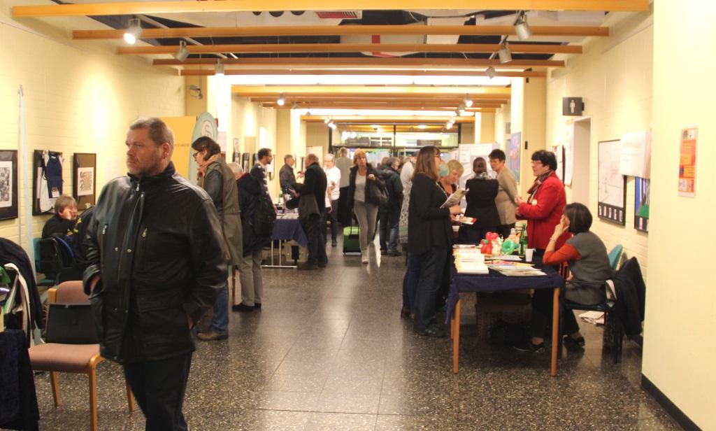 Auf dem Selbsthilfetag des Klinikums ist immer sehr viel los. Seit einigen Jahren findet die Veranstaltung im Foyer des Krankenhauses statt. (Archivfoto: B. Glumm)