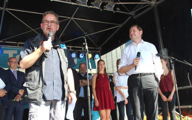 Falk Dornseifer (li.), 1. Vorsitzender des Vereins zur Förderung des traditionellen Solinger Brauchtums, war mit dem diesjährigen Zöppkesmarkt sehr zufrieden. (Foto: B. Glumm)