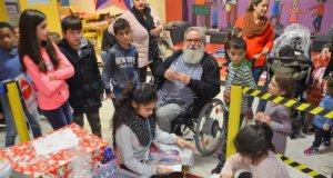 Große Bescherung gab es am Donnerstag im Felix Kids-Club. Aufgrund einer gewonnenen Wette von Radio RSG wurde 111 Kindern ein Weihnachtswunsch erfüllt. (Foto: © Martina Hörle)