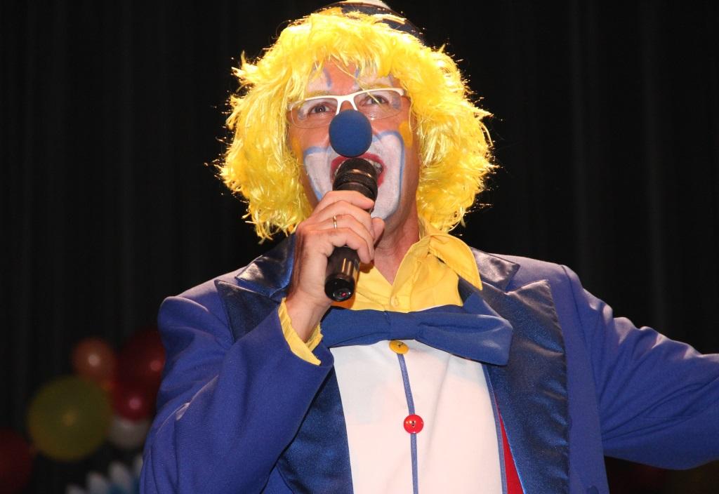 """JAn Höttges wurde am Freitagabend seinem Ruf als """"Wutbürger"""" mehr als gerecht und vollzog in seiner Eröffnungsrede einen lokalpolitischen Rundumschlag. (Foto: B. Glumm)"""