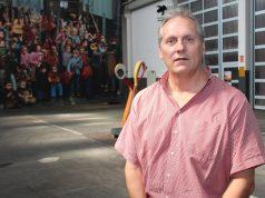 Ulrich Eick-Kerssenbrock ist Leiter der Musikschule Solingen. Anlässlich des 70, Geburtstags der Schule werden am kommenden Samstag im Theater alle Ensembles des Hauses zu sehen und zu hören sein. (Foto: B. Glumm)