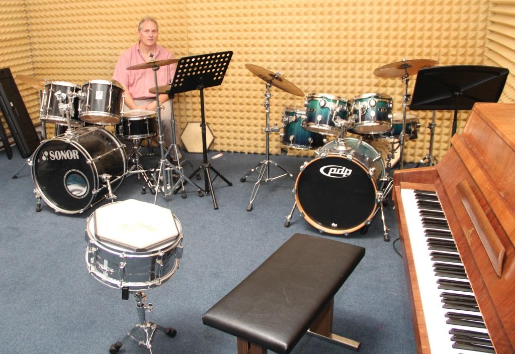 In den Räumen der Musikschule an der Flurstraße ist genug Platz für alle Ensembles des Hauses. Rund 300 Musikerinnen und Musiker werden am Samstag im Theater mitfeiern. (Foto: B. Glumm)