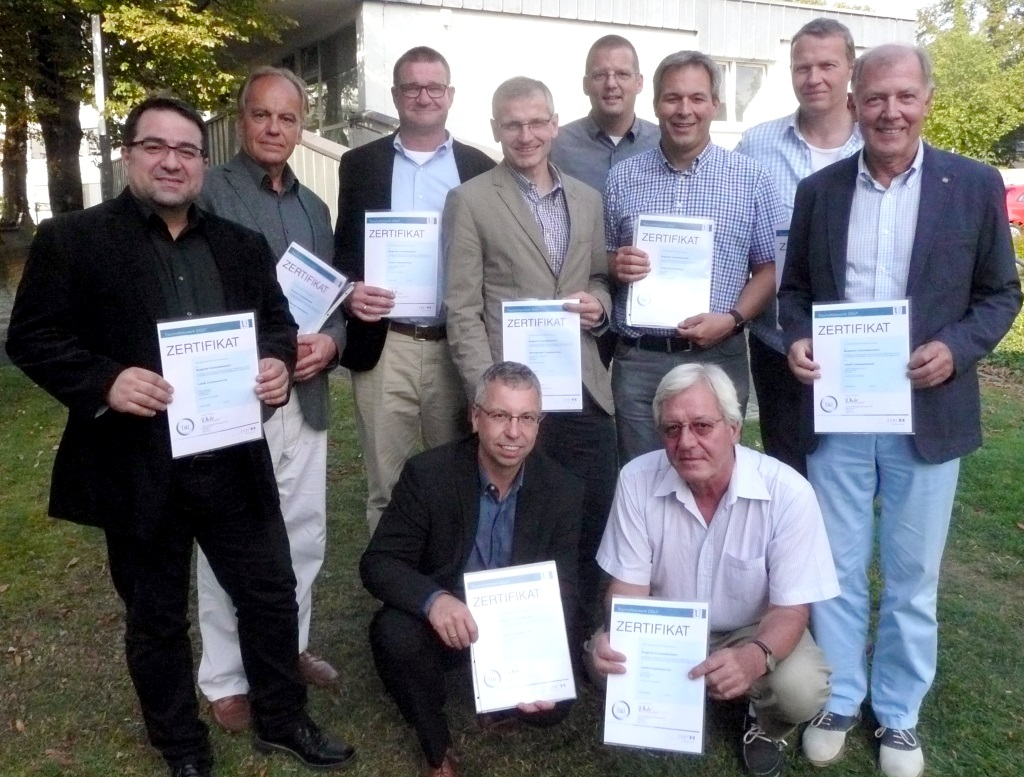 Die Mitglieder des Bergischen Traumanetzwerks erhielten das aktuelle Qualitätszertifikat im Rahmen eines Fachtreffens im St. Josefs Krankenhaus Hilden. (Foto: St. Josefs Krankenhaus Hilden)