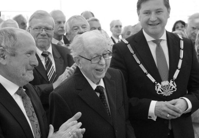 Solingens langjähriger Oberbürgermeister Gerd Kaimer verstarb am Sonntag im Alter von 90 Jahren. Im Rahmen einer öffentlichen Gedenkstunde nimmt Solingen am kommenden Dienstag Abschied. (Archivfoto: © Bastian Glumm)