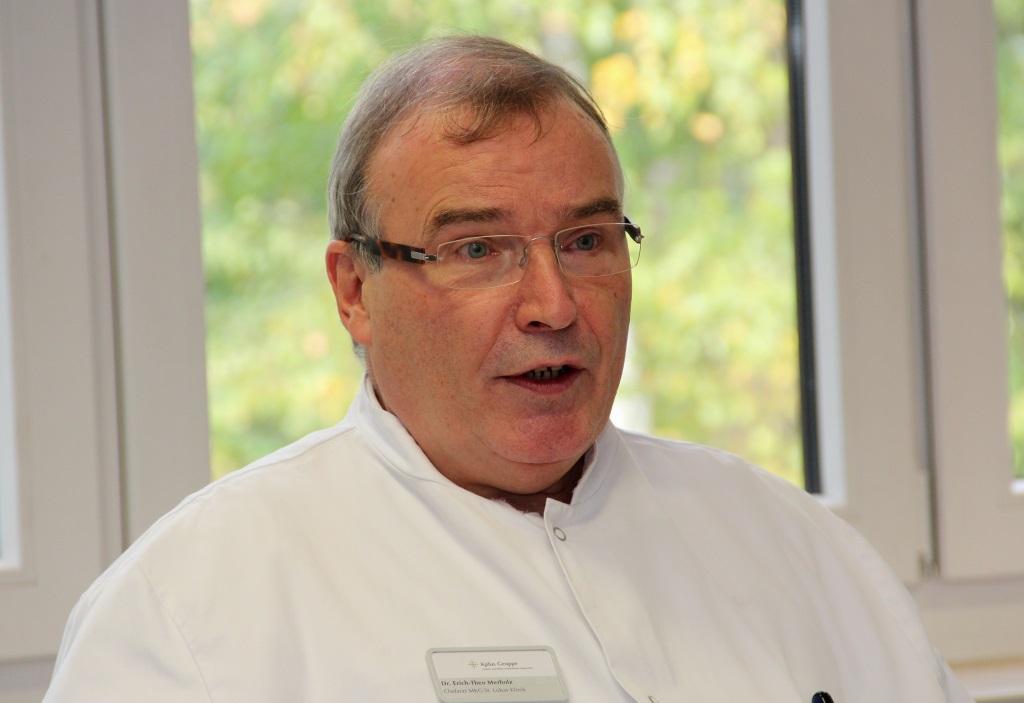 Dr. Erich Theo Merholz ist Ärztlicher Direktor der Lukas Klinik und Chefarzt der Mund-Kiefer-Gesichtschirurgie (MKG). Er ist sehr glücklich über die Verpflichtung Dr. Gia Phuong Nguyens. (Foto: B. Glumm)