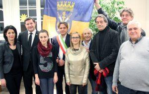 Gruppenfoto um Oberbürgermeister Kurzbach, dem Deutsch-Italienischen Freundschaftsverein und der italienischen Delegation um Bürgermeister Salvatore Lo Biundo aus Partinico. (Foto: B. Glumm)