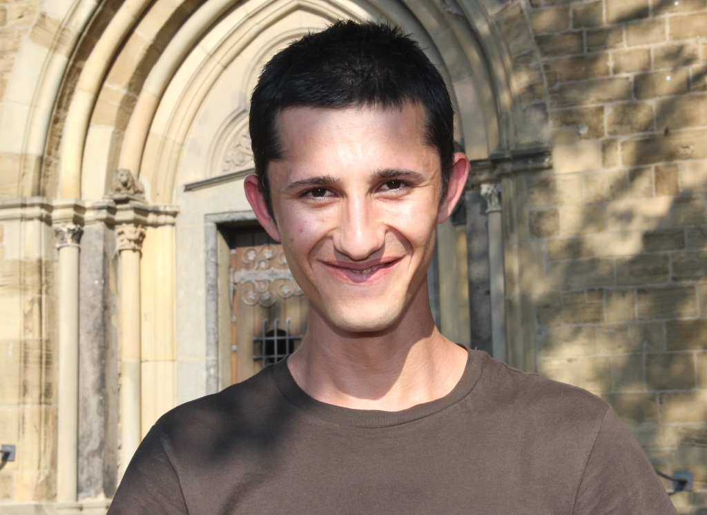 Issa ist 21 Jahr alt und kommt aus Syrien. Seit einem Jahr ist er jetzt in Deutschland. Der junge Mann würde sehr gerne in Gräfrath bleiben und sucht für seine Frau und sich eine Wohnung. (Foto: B. Glumm)