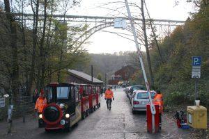 Unter der Müngstener Brücke erwartete die Besucher am Wochenende ein buntes Festprogramm. (Foto: © Tim Oelbermann)