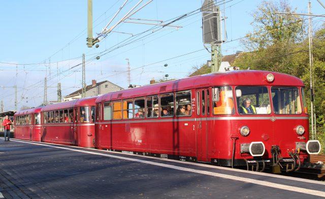 Der historische Schienenbus pendelte am Wochenende zwischen den Hauptbahnhöfen Solingen und Remscheid. (Foto: © Tim Oelbermann)