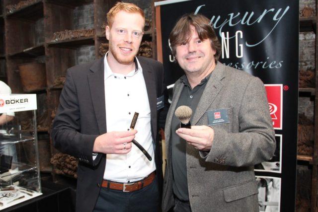 Wollen die klassische Rasur mit dem Solinger Rasiermesser noch populärer machen: Thomas Wurth von der Firma Böker (li.) und Michael Becker von Becker-Manicure. (Foto: B. Glumm)