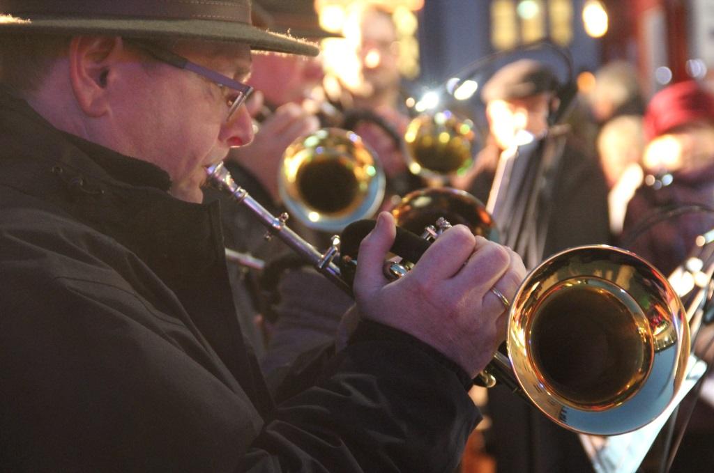 Die vorweihnachtliche Veranstaltung wird auch in diesem Jahr wieder stimmungsvoll musikalisch begleitet. Mit dabei sind unter anderem die Jagdhornbläser. (Archivfoto: B. Glumm)