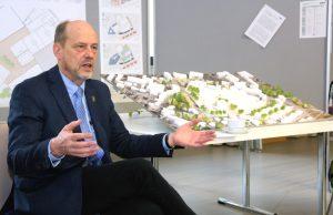 Stadtdirektor Hartmut Hoferichter ist vom Entwurf des Büros ASTOC überzeugt. Ähnlich sei man damals bei der Umsetzung der Güterhallen vorgegangen. (Foto: B. Glumm)