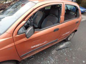 Die Polizei sucht Zuegen. Wer hat gesehen, wie dieser Matiz an der Neckarstraße beschädigt wurde? (Foto: Polizei)