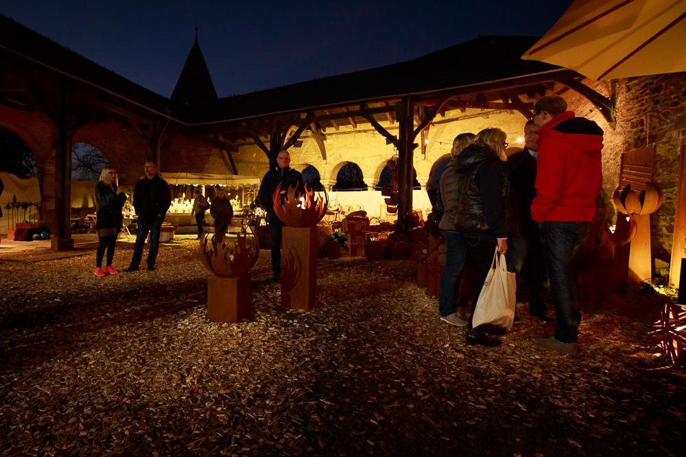"""Besonders gemütlich soll es bei der """"Langen Nacht der Kunsthandwerker"""" werden, wenn die Burg in den Abendstunden in den Glanz kleiner Lichter getaucht werden wird. (Foto: Kristina Malis/Schlossbauverein Burg a/d Wupper e.V.)"""