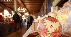 Rund 100 Teilnehmern bieten auf dem 19. Adventsbasar eine große Vielfalt liebevoll angefertigten Handwerks aus den unterschiedlichsten Sparten. (Foto: Schloss Burg)