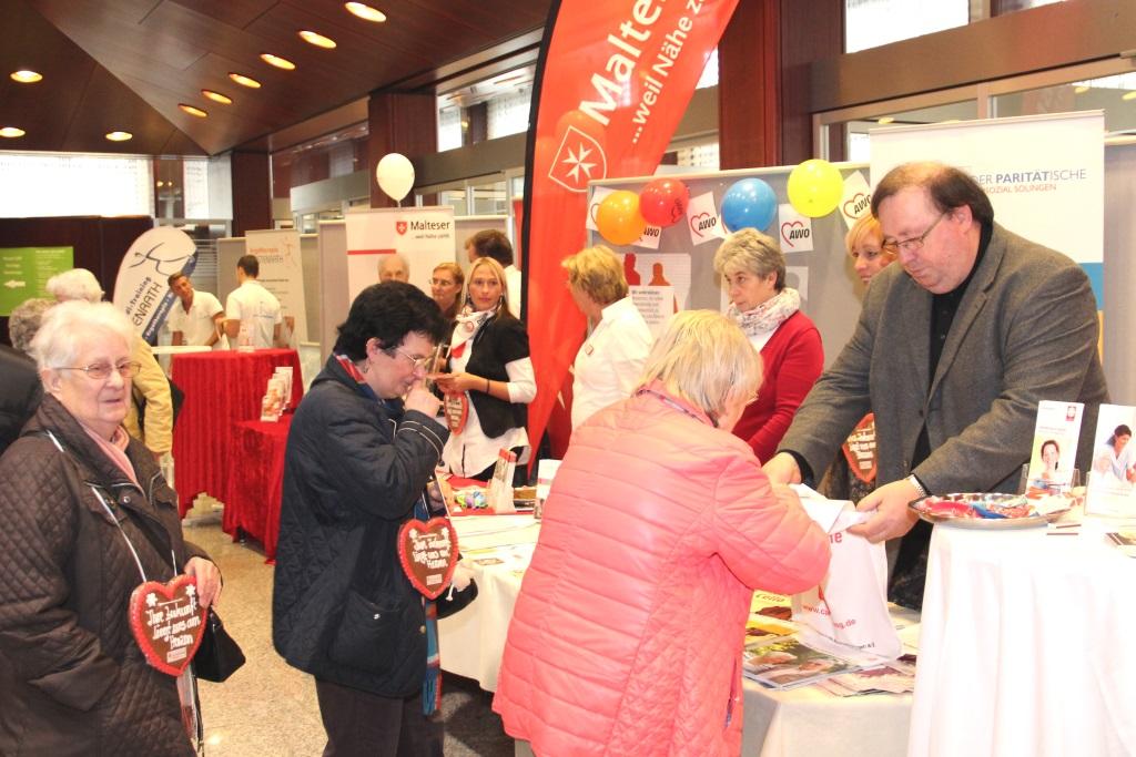 24 Aussteller präsentieren auf der 10. Aktivia ihre Dienstleistungen und Produkte. In der Kassenhalle der Stadt-Sparkasse an der Kölner Straße wird es zudem auf einer kleinen Bühne Infos und Musik geben. (Archivfoto: B. Glumm)
