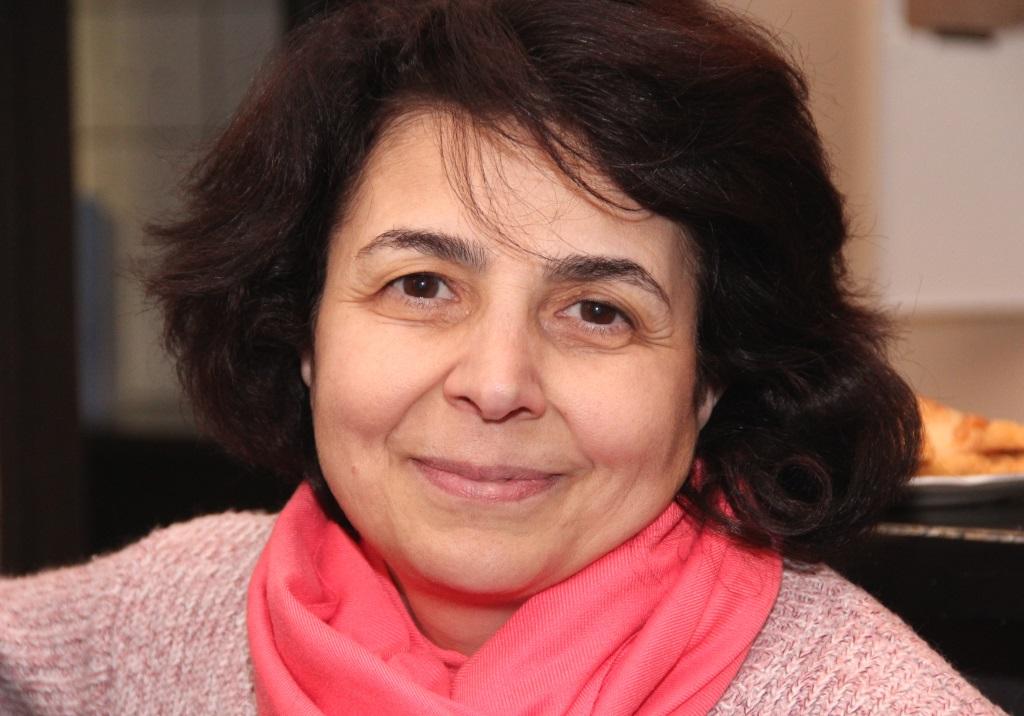 """Katona Broeva kommt aus Georgien und ist vom Angebot von """"Gräfrath hilft"""" begeistert. Für sie sind die Theoriestunden rund um das Grundgesetz auch immer eine willkommene Gelegenheit, ihre Deutschkenntnisse weiter zu verbessern. (Foto: B. Glumm)"""