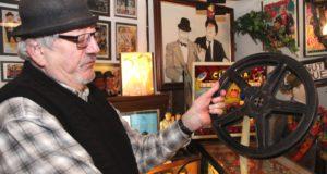 """Wolfgang Günther betreibt mit seiner Frau Vera das Laurel & Hardy Museum im Walder Kotten. Dort feiert man das 90-jährige Jubiläum des ersten """"echten"""" Films mit """"Dick und Doof"""". (Archivfoto: © B. Glumm)"""