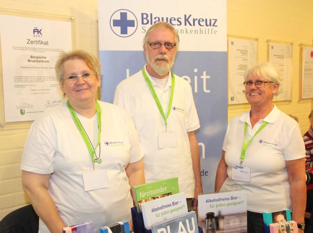 Kümmern sich um Suchtkranke und stellten auf dem Selbsthilfetag ihre Hilfsangebote vor: v.li. Angela Dirrwachter, Willi Klapper und Erika Jansen. (Foto: B. Glumm)