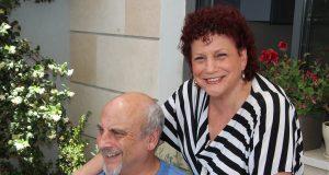 Maggie und Alex Gad zogen 1987 von Haifa nach Ness Ziona. Das Paar fühlt sich in Solingens Partnerstadt sehr wohl und wird im Ort wohnen bleiben. (Foto: © Bastian Glumm)