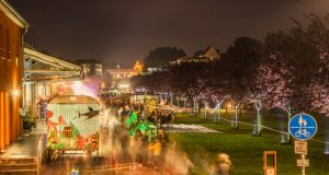 Am Samstag wird der Südpark zur 10. Solinger Lichternacht zauberhaft illuminiert werden. Gleichzeitig wird es viele musikalische und natürlich auch kulinarische Angebote geben. (Foto: © Wirtschaftsförderung Solingen)
