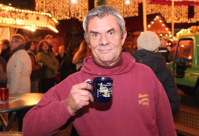 Frank Decker organisiert auch in diesem Jahr den Weihnachtsmarkt in den Clemens-Galerien. 19 Stände und Buden sollen dort in den nächsten fünf Wochen für vorweihnachtliche Atmosphäre sorgen. (Foto: B. Glumm)
