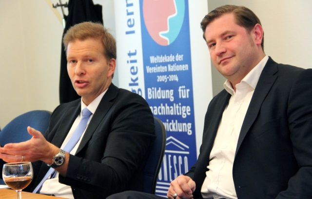 Oberbürgermeister Tim Kurzbach (re.) und Kämmerer Ralf Weeke nehmen an einer Kommunalkonferenz im Haus des Deutschen Städtetages in Berlin teil. (Archivfoto: B. Glumm)