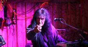 Am 6. Juni wird die Solinger Rocklegende Martin Gerschwitz im Walder Weinladen aufspielen - und aus seinem Leben erzählen. Beginn: 19 Uhr. (Archivfoto: © B. Glumm)