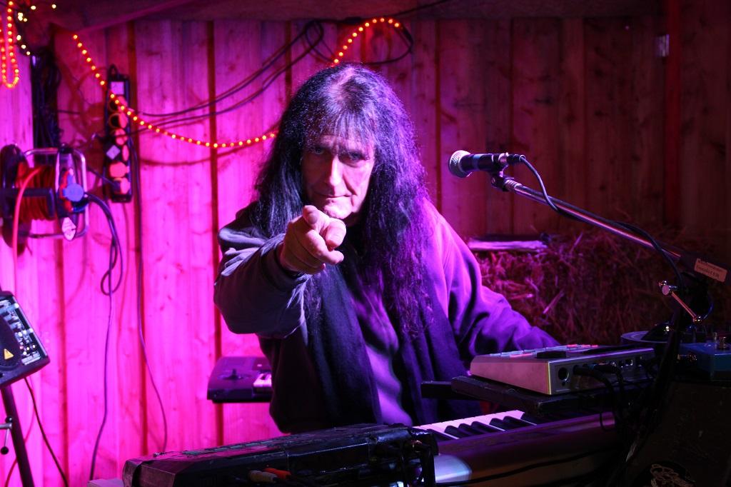 Wie im Vorjahr wird die Solinger Rocklegende Martin Gerschwitz wieder auf dem Weihnachtsmarkt aufspielen. (Archivfoto: B. Glumm)