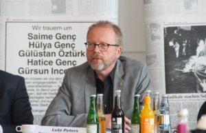 Lutz Peters, städtischer Koordinator der Gedenkveranstaltungen, betonte am Freitag, dass man ein stilles Gedenken wünsche und politische Transparente nicht dulden werde. (Foto: © Bastian Glumm)