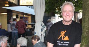 """Der Walder Weinhändler Manfred """"Enno"""" Hahn möchte in seinem Stadtteil etwas bewegen. Mit Wald Uunplugged hat er erfolgreich eine Aktion ins Leben gerufen. (Archivfoto: © Bastian Glumm)"""