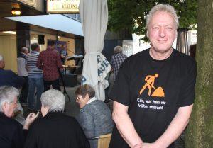 """Der Walder Weinhändler Manfred """"Enno"""" Hahn möchte in seinem Stadtteil etwas bewegen. Mit WALD UNPLUGGED hat er erfolgreich eine neue Aktion ins Leben gerufen. (Archivfoto: © Bastian Glumm)"""