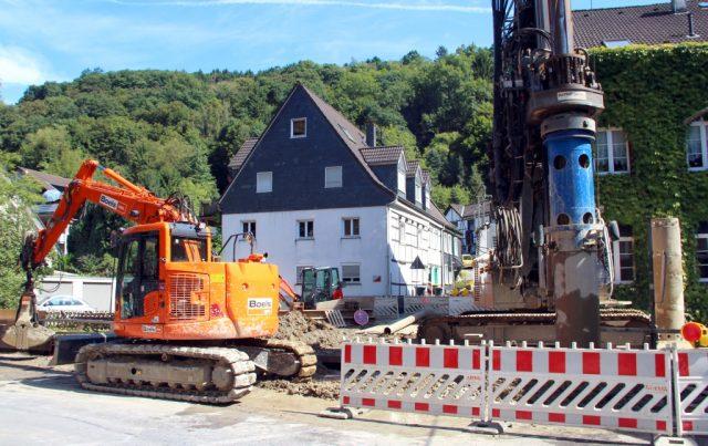 Die Bauarbeiten an der Eschbachstraße in Unterburg laufen auf Hochtouren. Der Einbau der Mühlendamm-Brücke wird sich allerdings verzögern. (Foto: B. Glumm)