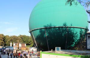 Im ehemaligen Kugelgasbehälter der Stadtwerke wird ein Planetarium kommen. Nebenan entsteht zudem ein weitere Gebäude, denn auch die Sternwarte zieht nach Ohligs. (Foto: B. Glumm)
