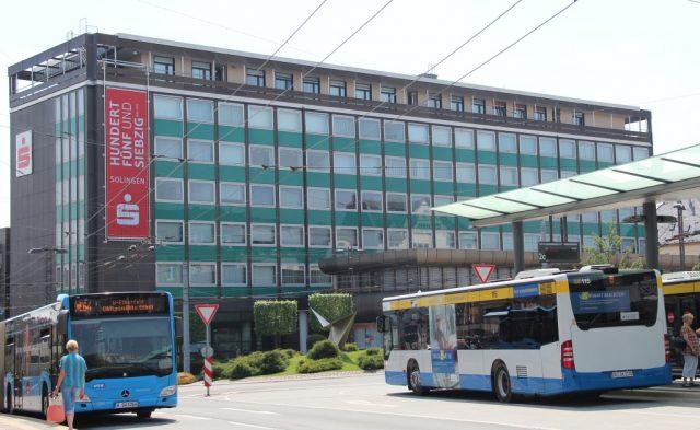 Die Hauptstelle der Stadt-Sparkasse Solingen an der Kölner Straße. (Archivfoto: © Bastian Glumm)